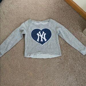 cropped yankee sweatshirt